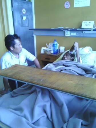 Kenangan saat Pak Alit menemani almarhum Asep di CWM Hospital, Suva, Fiji (dok. cech)