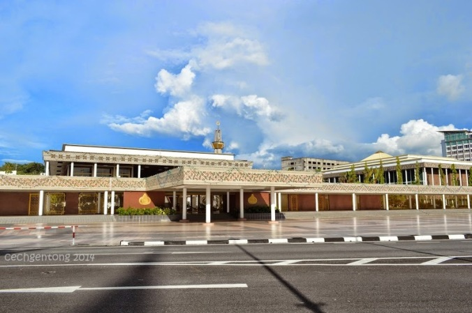 Royal Ceremonial Hall dan Dewan Majelis