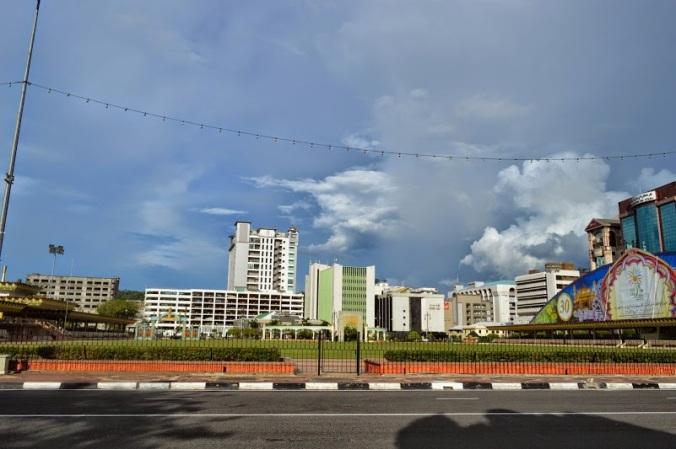 Pandangan sebelah timur Taman Haji Sir Muda Omar Ali Saifuddien