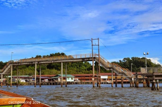 Jembatan penghubung antar kampong
