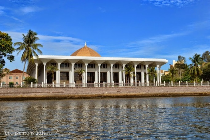 Gedung Pengadilan (Mahkamah) Kerajaan Brunei Darussalam