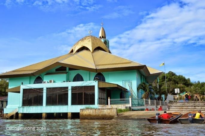 Salah satu bangunan masjid yang terdapat di Kampong Ayer