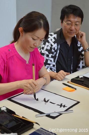 Menyebutkan nama dan diperolehlah arti sebuah nama dalam bentuk kaligrafi