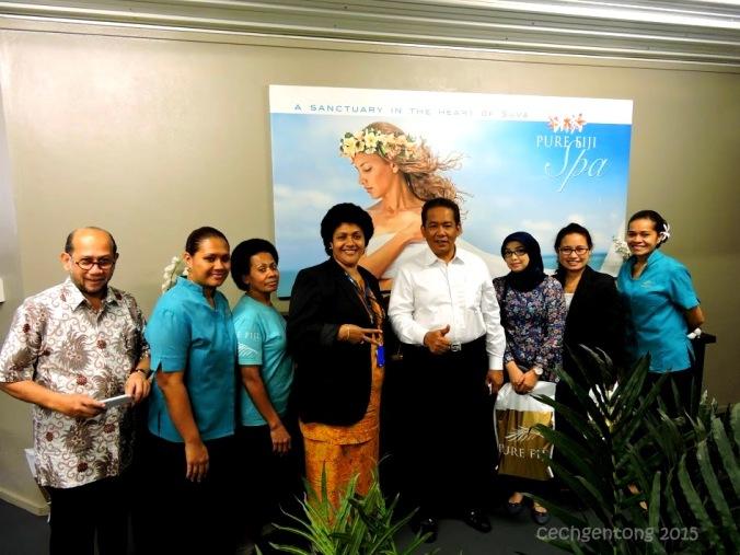 Foto bersama sebelum meninggalkan Pure Fiji (dok. Cech)